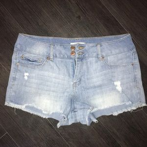Refuge Mid-Rise Jean Shorts!
